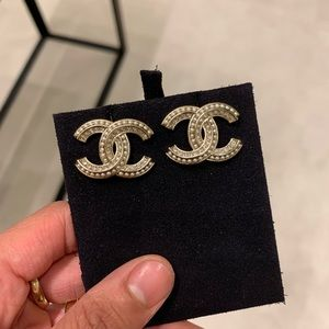 CHANEL Jewelry - BRAND NEW 2020 CHANEL CRYSTAL PEARL CC EARRINGS❤️